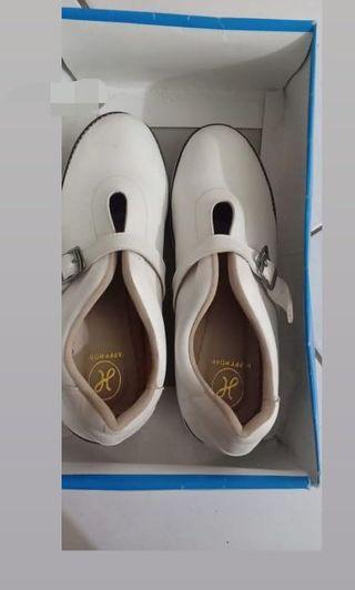 Sepatu sneakers flatform wanita