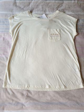 bnwt uniqlo cream beige white oversized pocket graphic tee