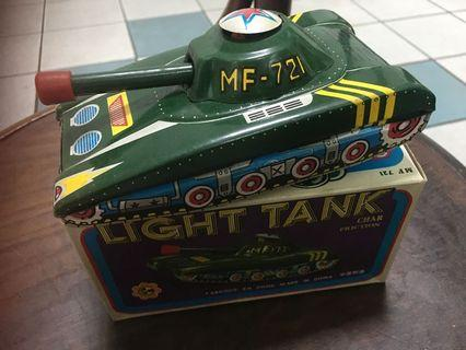Vintage tin toy light tank