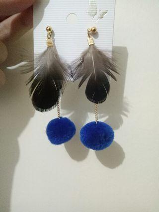 Anting Pompom bulu earing fur hitam biru