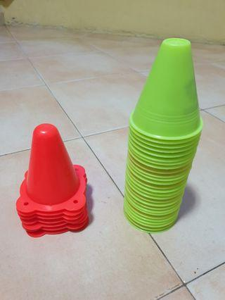 Skate cones (27 x yellow, 7 x red)