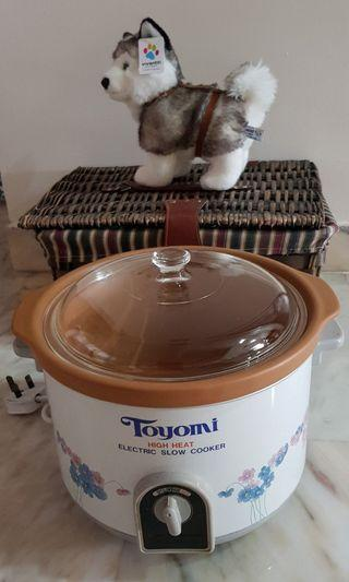 4.7 L  Toyomi Slow Cooker