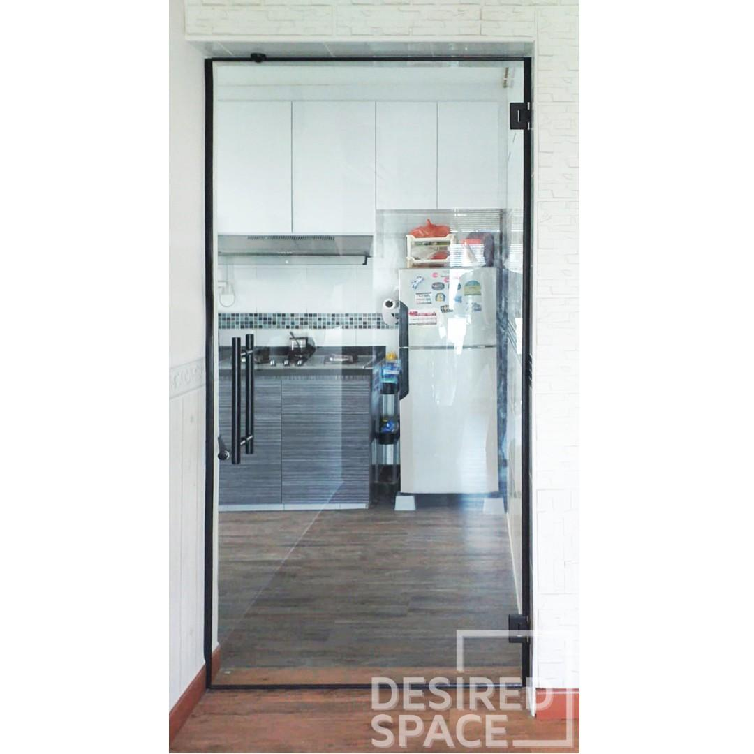 Frameless Tempered Swing Door (BLACK SERIES)