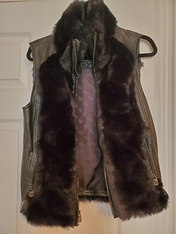 Guess faux fur vest size M 10/10 condition worn once