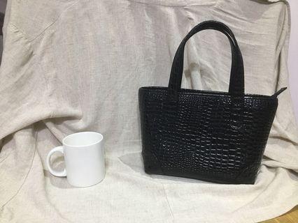 LASSREINE 牛皮 (鱷魚紋) 黑色漆皮 女用手提包