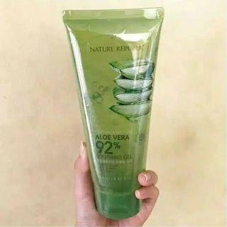 Nature Republic Tube Aloe Vera 92%  Soothing Moiseture Gel  250ml.