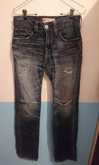 Levi's破洞牛仔褲