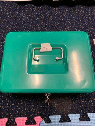 D561 : Cash box with lock