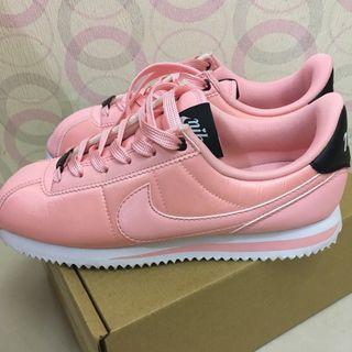 (二手極新)Nike粉紅色緞面  特別版阿甘鞋