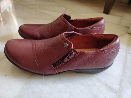 (NEW) - Clarks Artisan Red shoes