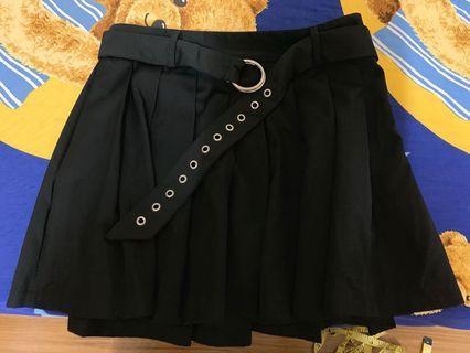酷酷又可愛的黑色A字百褶裙(?)