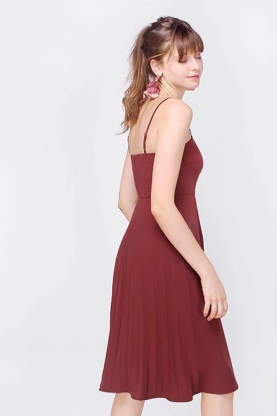 (L) BNWT Fayth Tilly Pleated Midi Dress