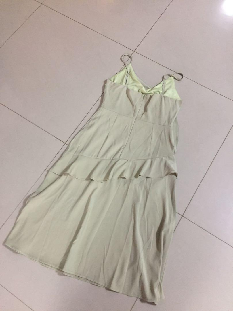 (M-L) V Neck Ruffles Midi Dress in Sage Green