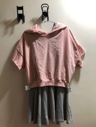 粉色帽T配灰色連身裙