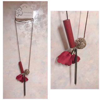 酒紅色花瓣造型項鍊