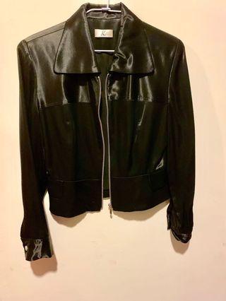 Made In Taiwan ❤️Giu 百貨二樓品牌,黑色紡絲綢拼接剪裁黑皮西裝造型短外套
