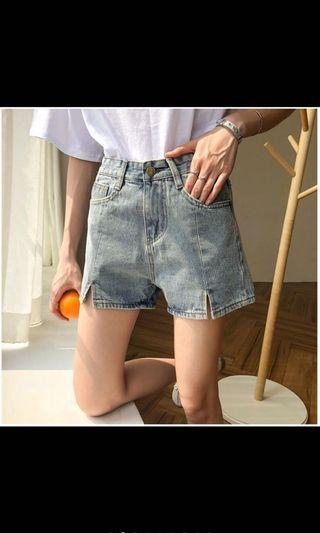 前小開衩顯腿長牛仔短褲