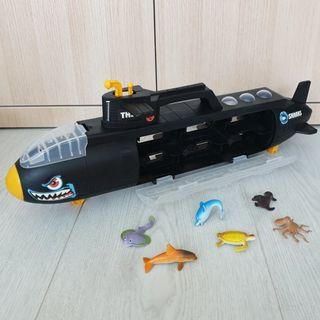 Big Shark Submarine Storage Container Carrier with 6 Sea Animals Toy
