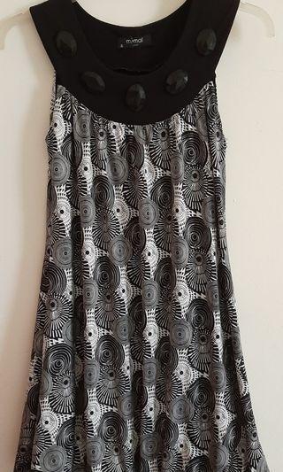 Minimal black n white circle dress