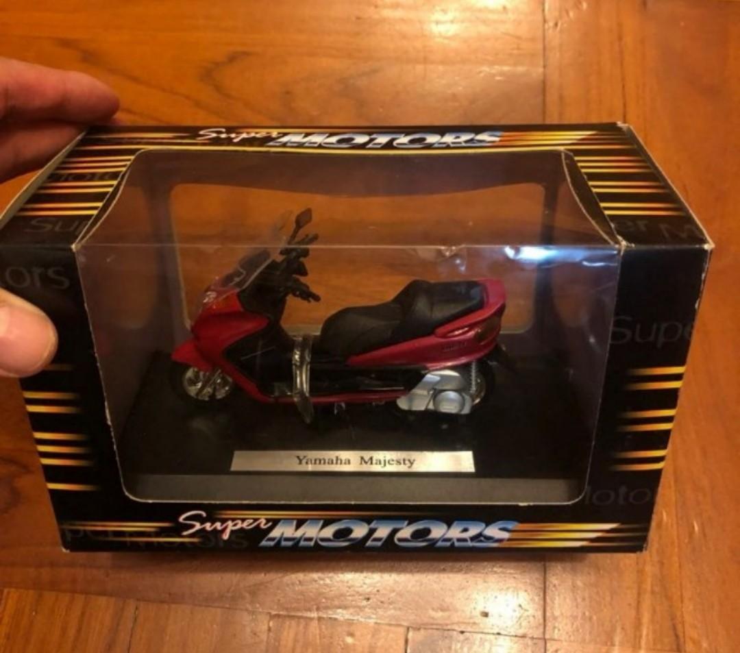 1:18 Honda CBR1100XX.  Yamaha Majesty