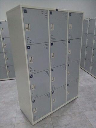 Locker 12 pintu (tersedia 9 unit)