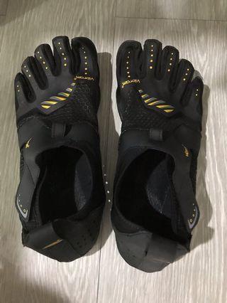 Vibram 5 fingers for training, hiking or walking