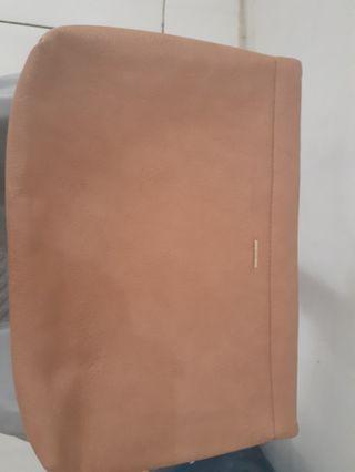 Pouch bershka large (defect kecil cuma 1)