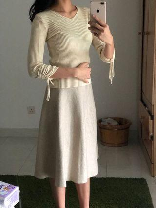 Cream white knit top with adjustable ribbons