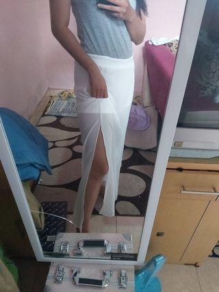 Celana pendek putih transparan