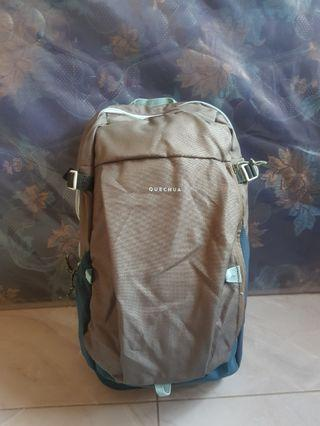 Tas Daypack Quechua Laptop Slot Grey 20L