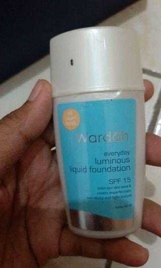 Wardah Everyday Luminous Liquid Foundation