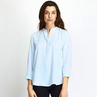 uniqlo skipper collar rayon 3/4 sleeve shirt blouse in blue