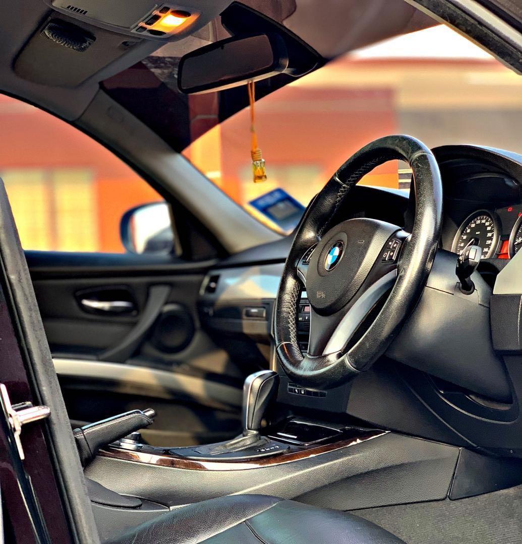 BMW E90 323i 2.5 LCI SEWA BELI BERDEPOSIT LCI MODEL 2009