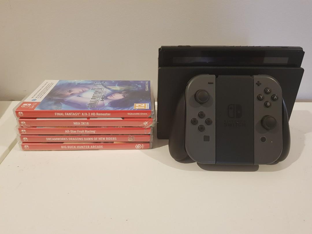 Nintendo Switch + 5 games