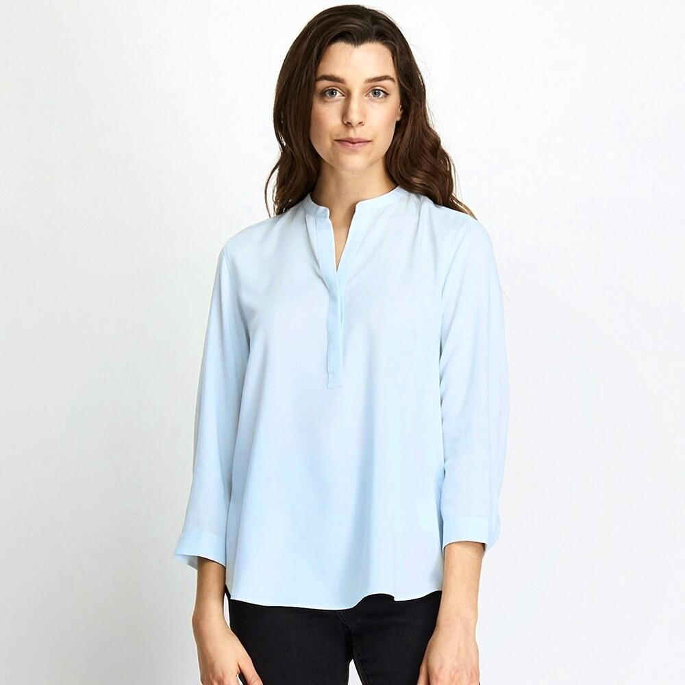 uniqlo skipper collar rayon 3/4 sleeve shirt blouse in blue