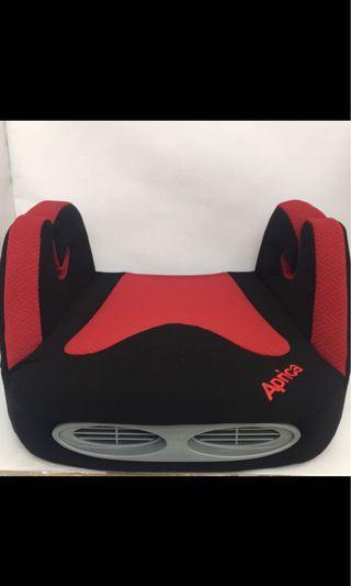Aprica成長型輔助汽車安全座椅