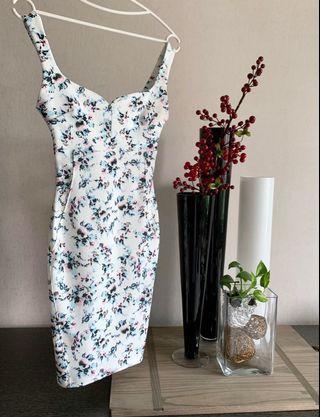 Bershka 碎花洋裝 合身歐美洋裝