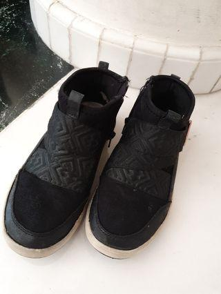 Boots kids (girls) .merk :sketchers . Size eur :32/ us 1