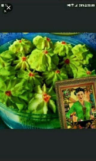 Halal Mung Bean Green Bean Lian rong butter cookies   Nyonya Peranakan Goodies *********    BUNGA TELANG Butterfly pea flowers Butter Cookies Each bottle at $12   KUEH TARTS (PINEAPPLE / DURIAN TARTS) Each bottle