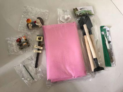 Terrarium basic tools kit and figurine
