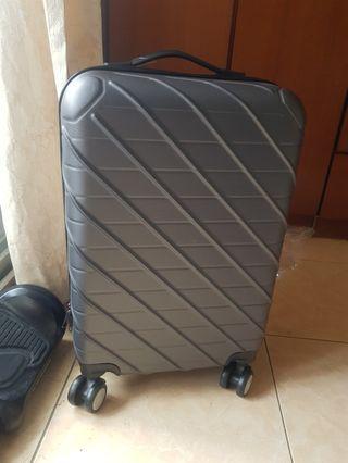 全新20吋硬殼四輪行李箱/登機箱 - 鐵灰色
