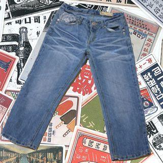 小繡花の牛仔七分褲