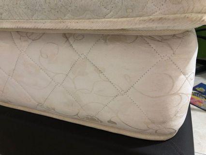 Queen mattress 80% new