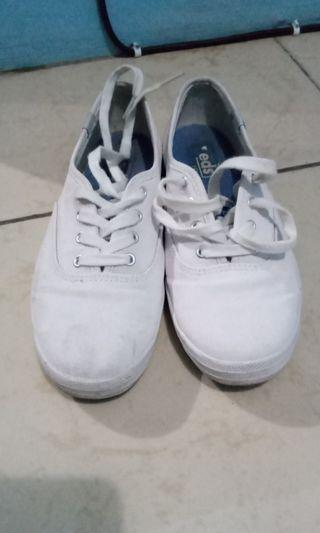 Sepatu keds putih canvas