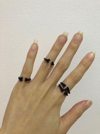 Satu set black matte ring