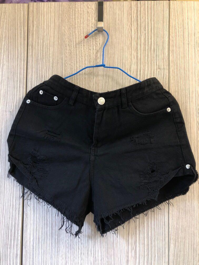 辣妹黑短褲