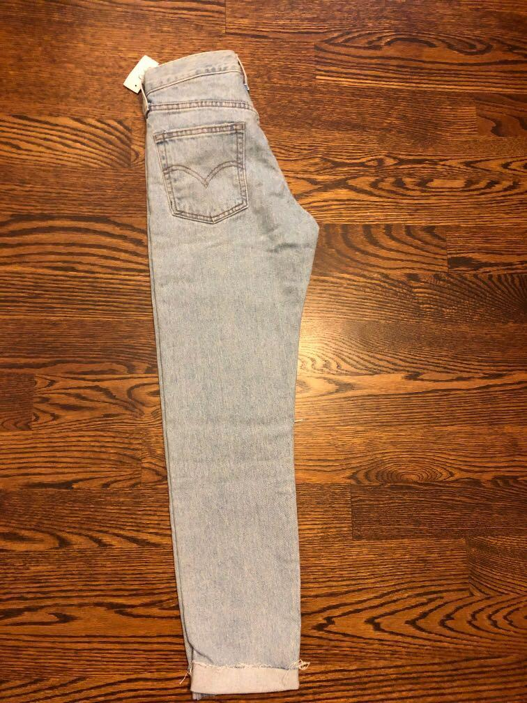 BRAND NEW Light Denim Wedgie Fit Jeans - ARITZIA SIZE 24
