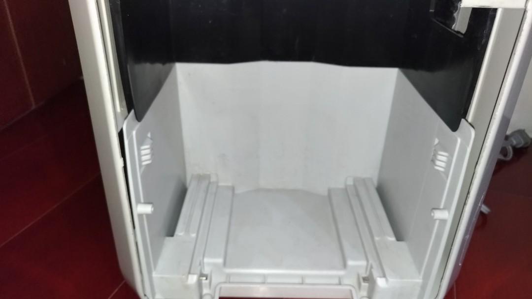 (自有物品)品名:HITACHI日立銀負離子FUZZY除濕機RD-12FG