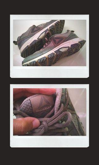 Reebok shoes abu-abu