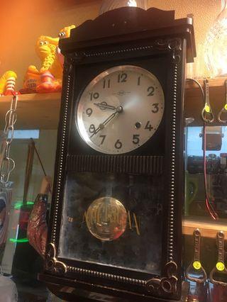 Vintage 2 hole winding wall clock ( American )